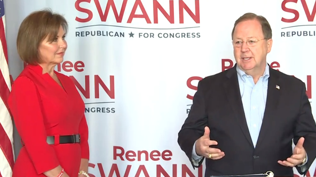 Congressman Bill Flores on Saturday endorsed Renee Swann to be his successor in Congressional...