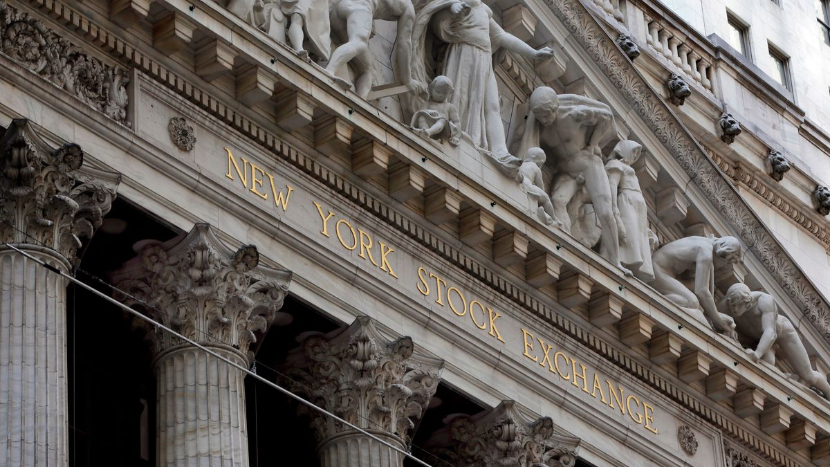 Stocks climbed again on Wall Street, giving the S&P 500 index its fourth straight gain and pulling it within 2% of the record high it set in February.  (AP Photo/Richard Drew, File)