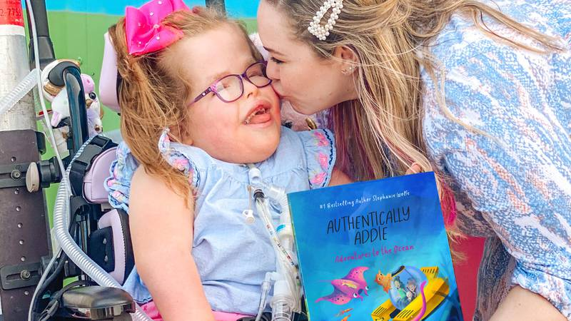 Lorena author Stephanie Wolfe kisses daughter, Addie.