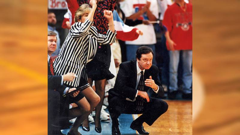 Kim Mulkey (left) and longtime mentor Leon Barmore (crouching right).