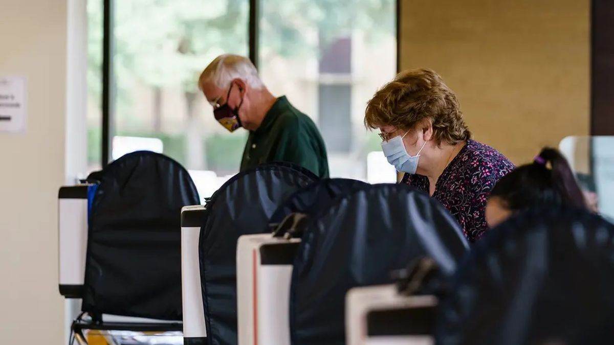 A requirement that Texans wear face masks when casting ballots during the pandemic lasted less...