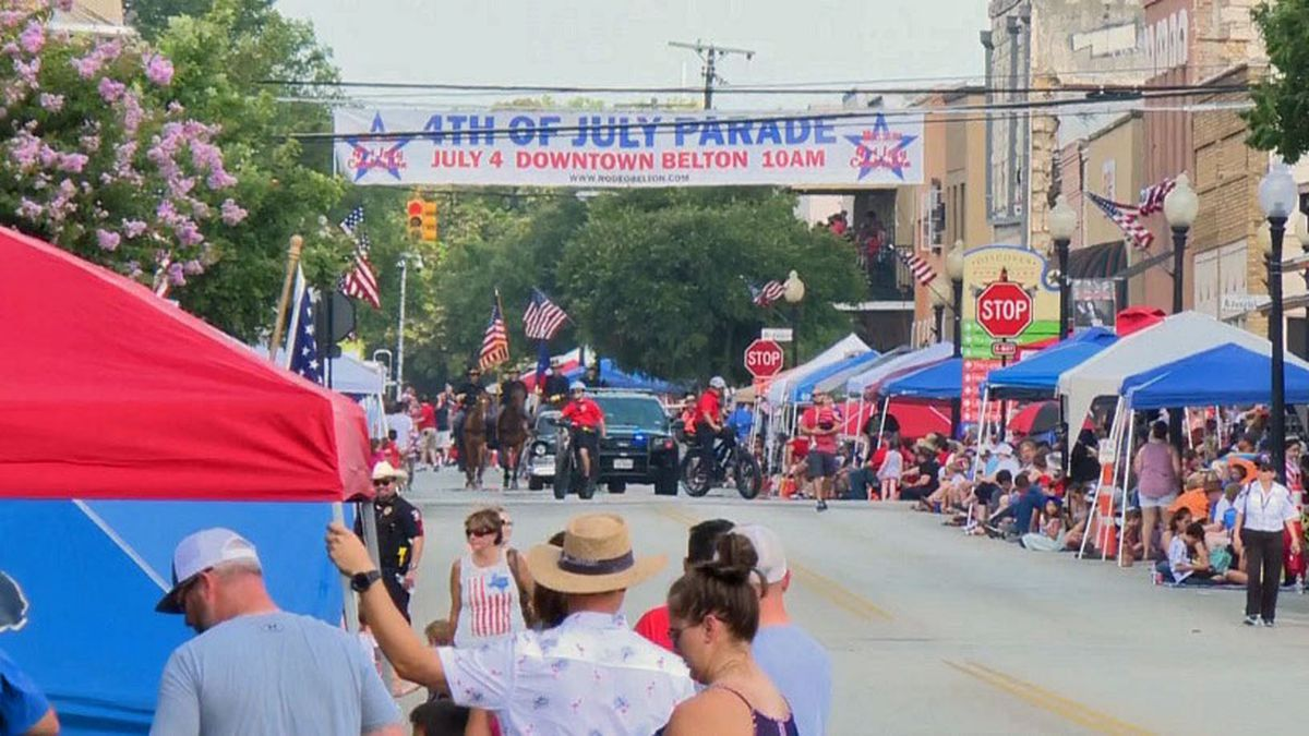 An estimated 30,000 people lined the streets of Belton for last year's parade. (Photo by Megan Vanselow/file)
