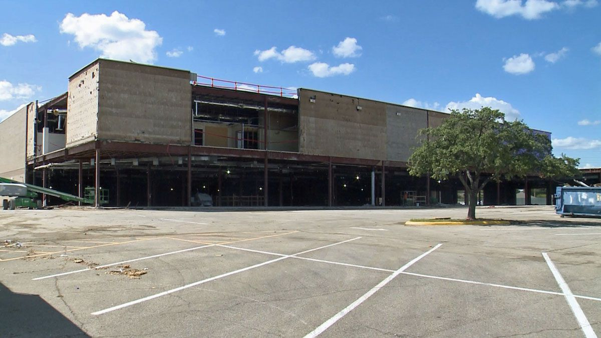 Waco's Dillard's store, an anchor at the Richland Mall since the early days, soon will move into the space previously occupied by Sears. (Photo by Clint Webb)