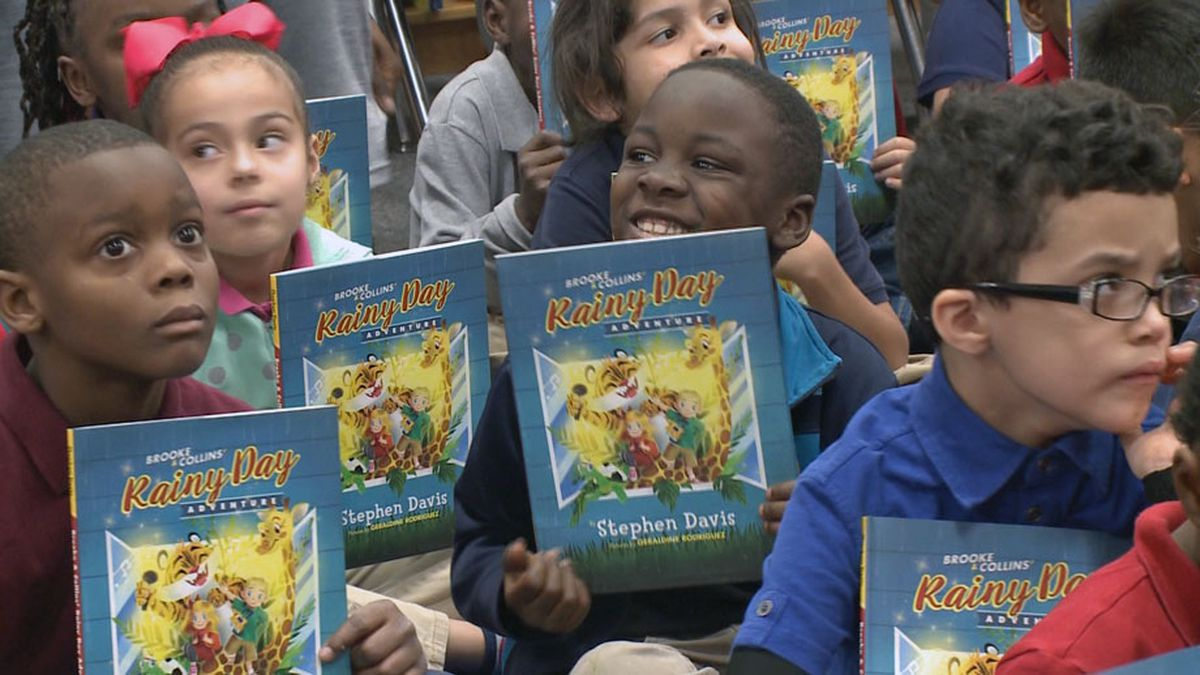 Baylor's Lady Bears are making sure that every first grade student in the Waco ISD, has a brand new children's book to take home just in time for the holidays. (Photo by Bill Gowdy)
