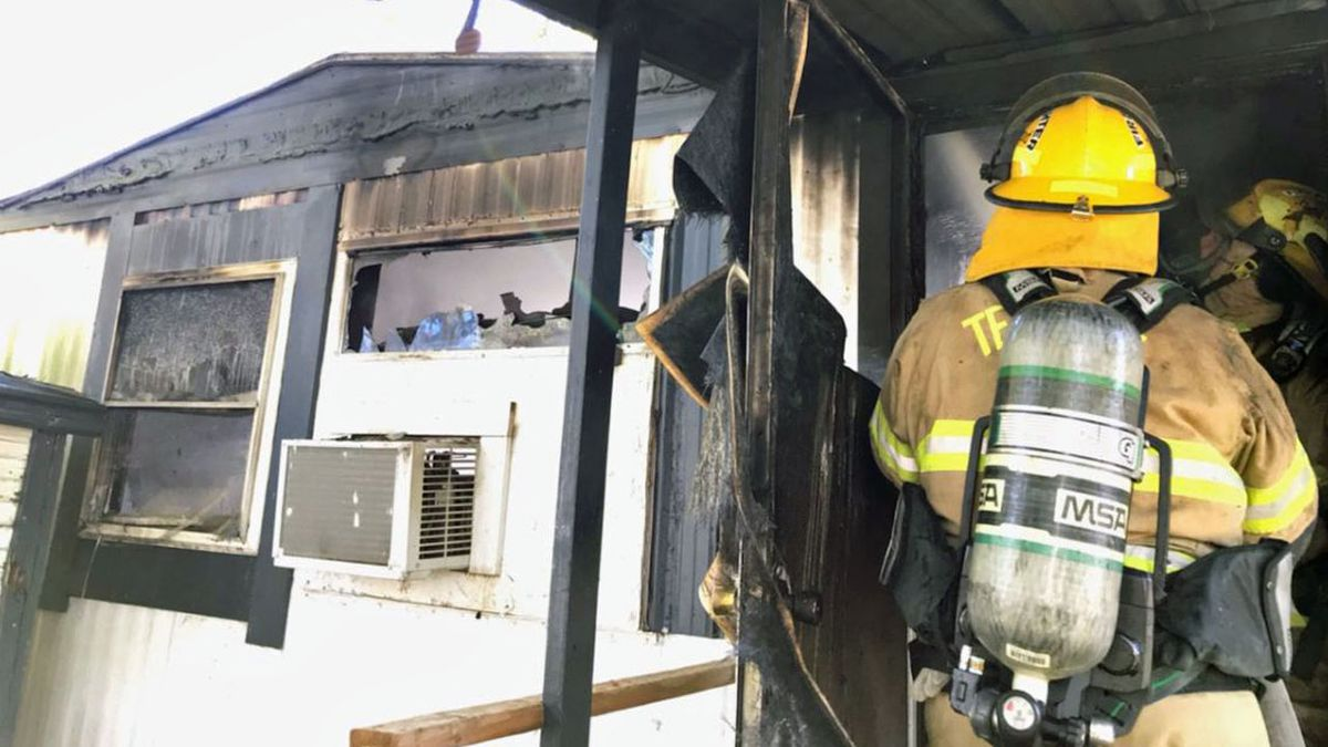 Temple firefighters battled a mobile home fire Thursday afternoon.