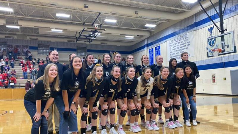 The Lady Pirates volleyball team is headed to state for the second year in a row.
