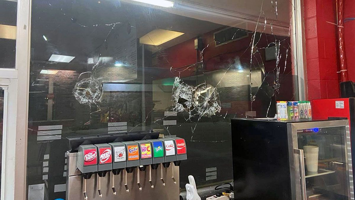 Vandals broke out all the windows of a popular Killeen restaurant overnight. (Black Meg...
