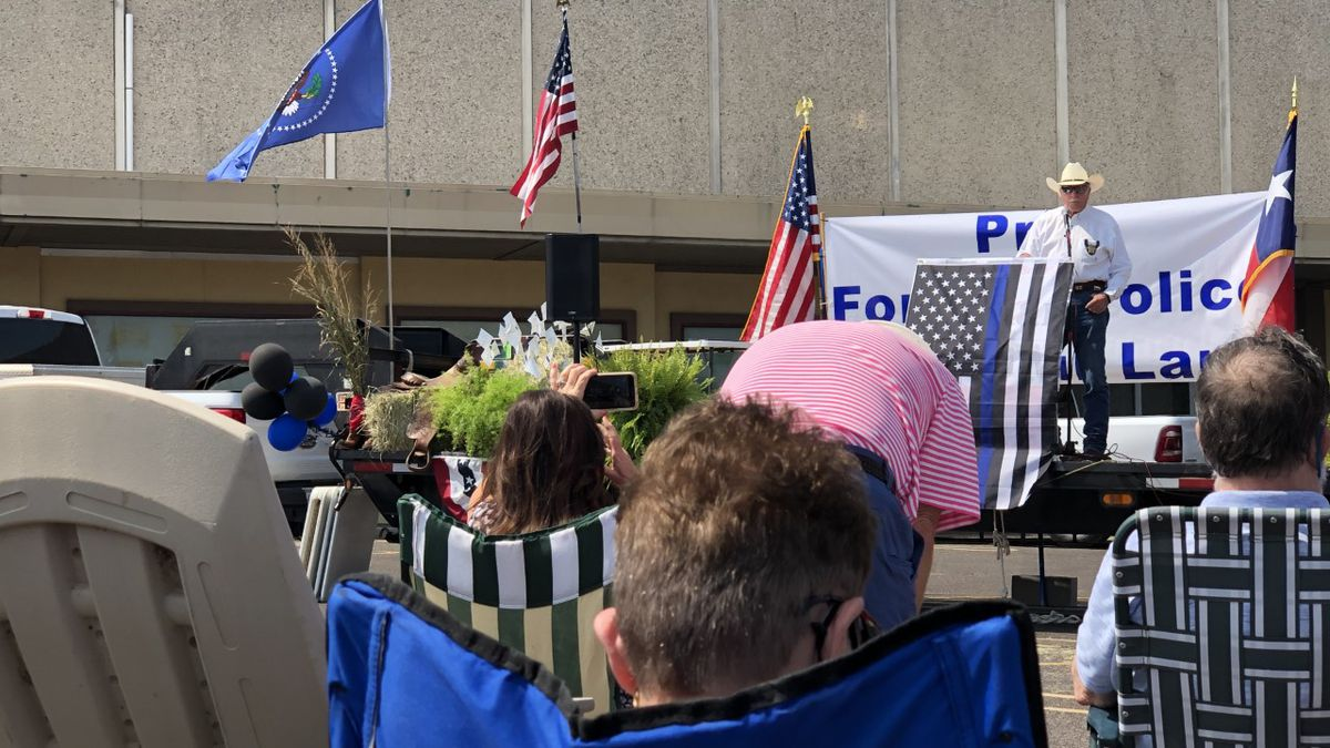 The Republican party of McLennan County and dozens of Central Texans gathered for a prayer rally in support of local law enforcement Sunday.