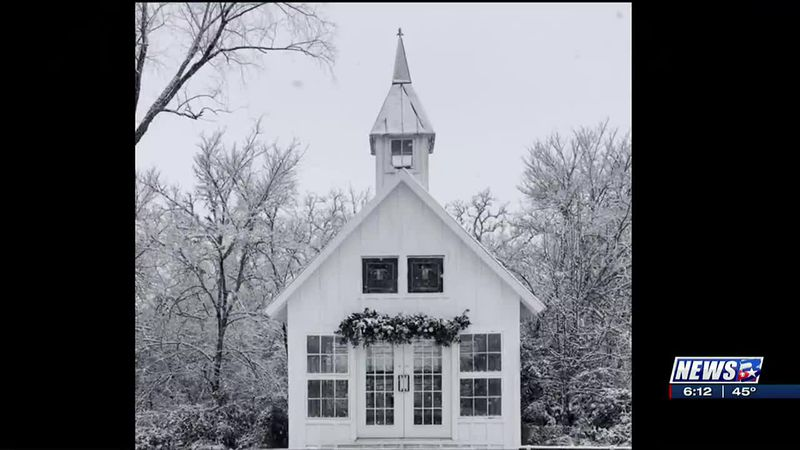 Couple surprised with snowfall during their wedding in Brazos County