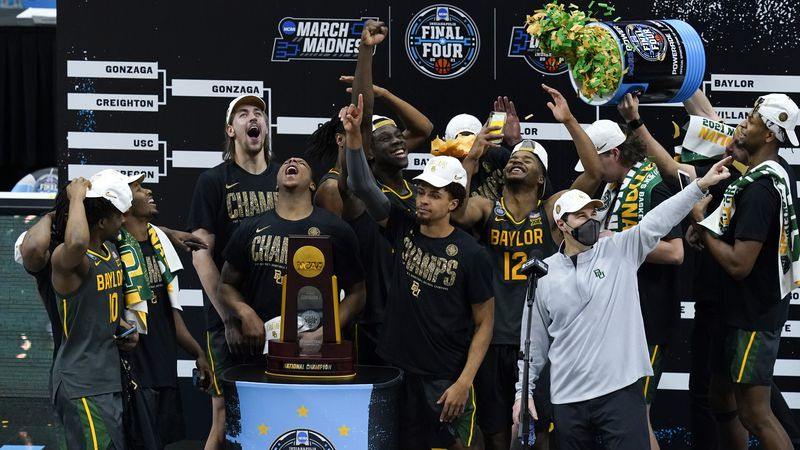 Baylor players and coaches celebrate after the championship game against Gonzaga in the men's...