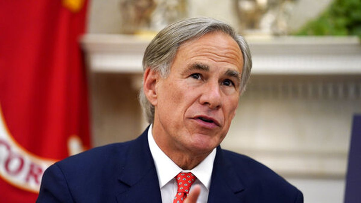 Texas Gov. Greg Abbott speaks with President Donald Trump during a meeting about the coronavirus response in the Oval Office of the White House, Thursday, May 7, 2020, in Washington. (AP Photo/Evan Vucci)