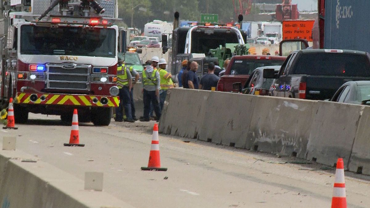 A crash involving two 18-wheelers Wednesday morning closed down the northbound lanes of Interstate 35 and backed up southbound traffic, as well. (Photo by Bill Gowdy)