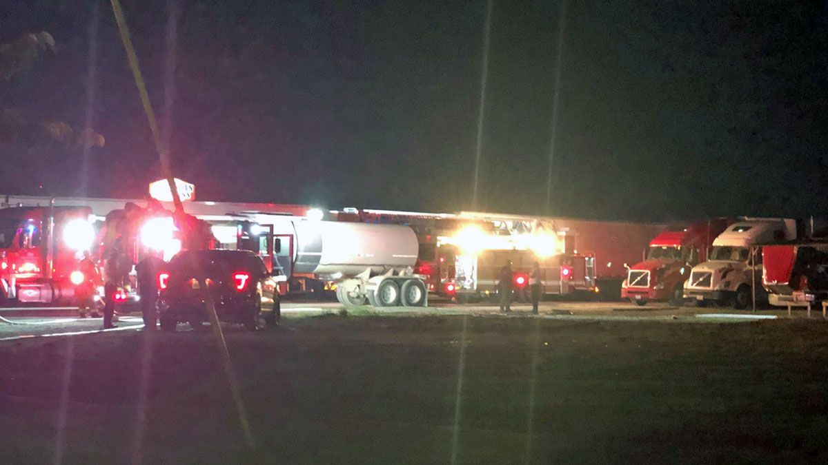 Fire crews in Killeen responded to a multiple vehicle fire fire near a food truck park Tuesday night.