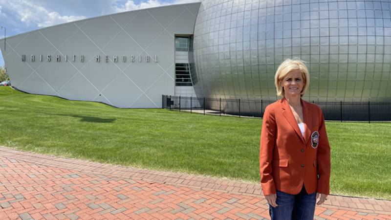 Kim Mulkey made the one-hour drive to Springfield, Mass., to tour the Naismith Memorial Hall of...