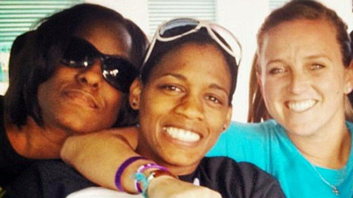 Chameka Scott (center) lost her battle with cancer on Sunday Jan. 21. (Courtesy photo)