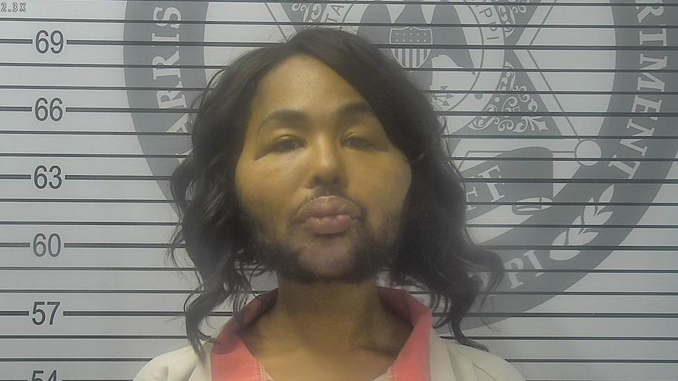 Alabama woman pleads guilty to robbing Mississippi bank