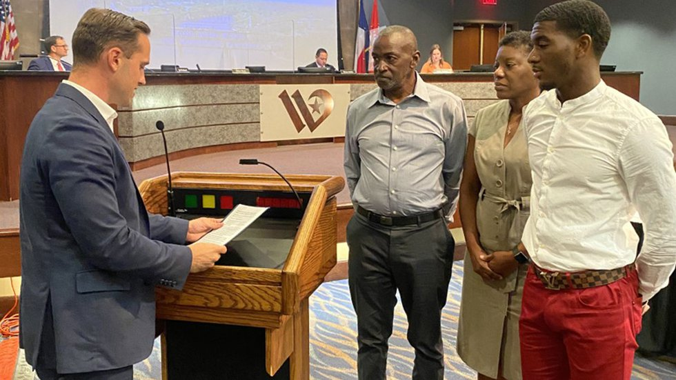 Waco Mayor Dillon Meek (left) with Wil London (right) and London's parents.
