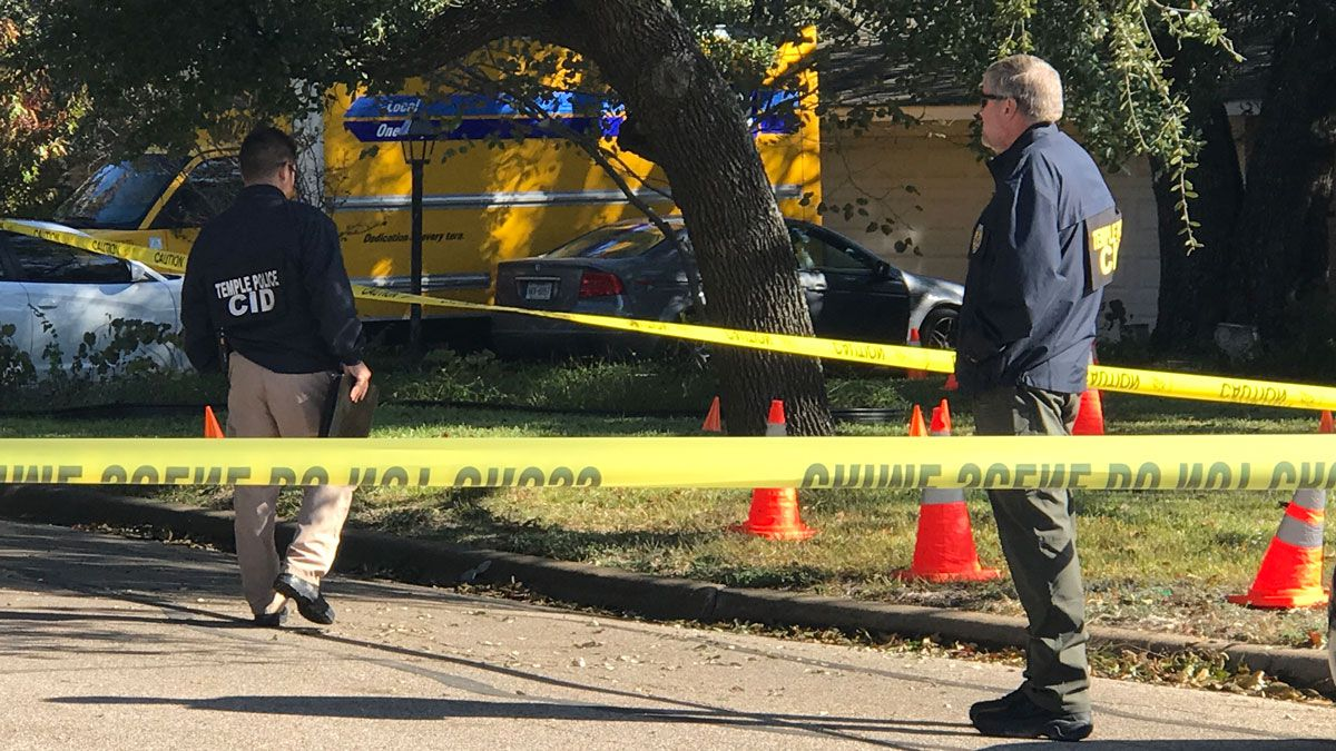 Investigators at the scene of the shooting in the 2200 block of South 47th Street in Temple that sent two men to a local hospital. (Photo by Megan Vanselow)