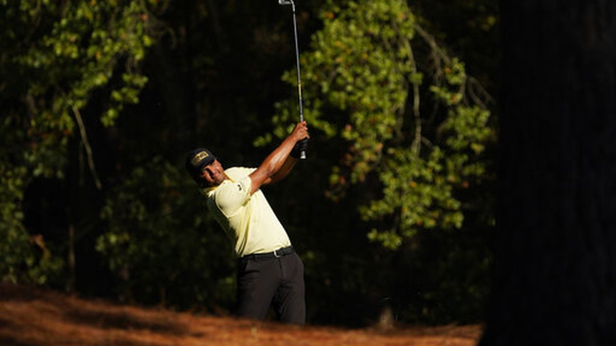 FILE - In this Nov. 14, 2020, file photo, Sebastian Munoz, of Colombia, watches his shot on the...