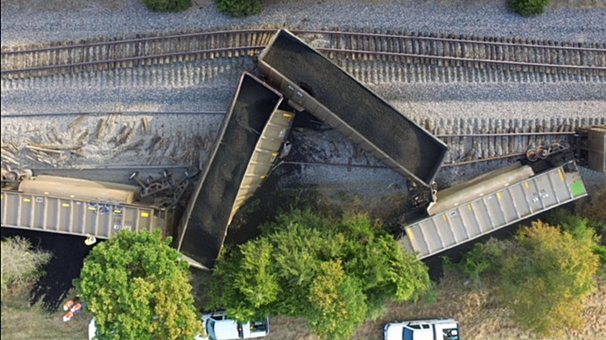 An aerial view of the derailment. (Courtesy of Glen and Ray Kadlacek)
