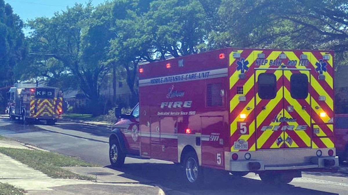 An apartment fire Friday afternoon in Killeen displaced two families. (Photo by Brandon Hamilton)