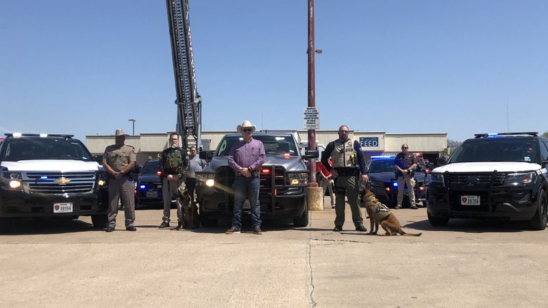 Police departments across the state turned on red and blue lights in solidarity Thursday to...