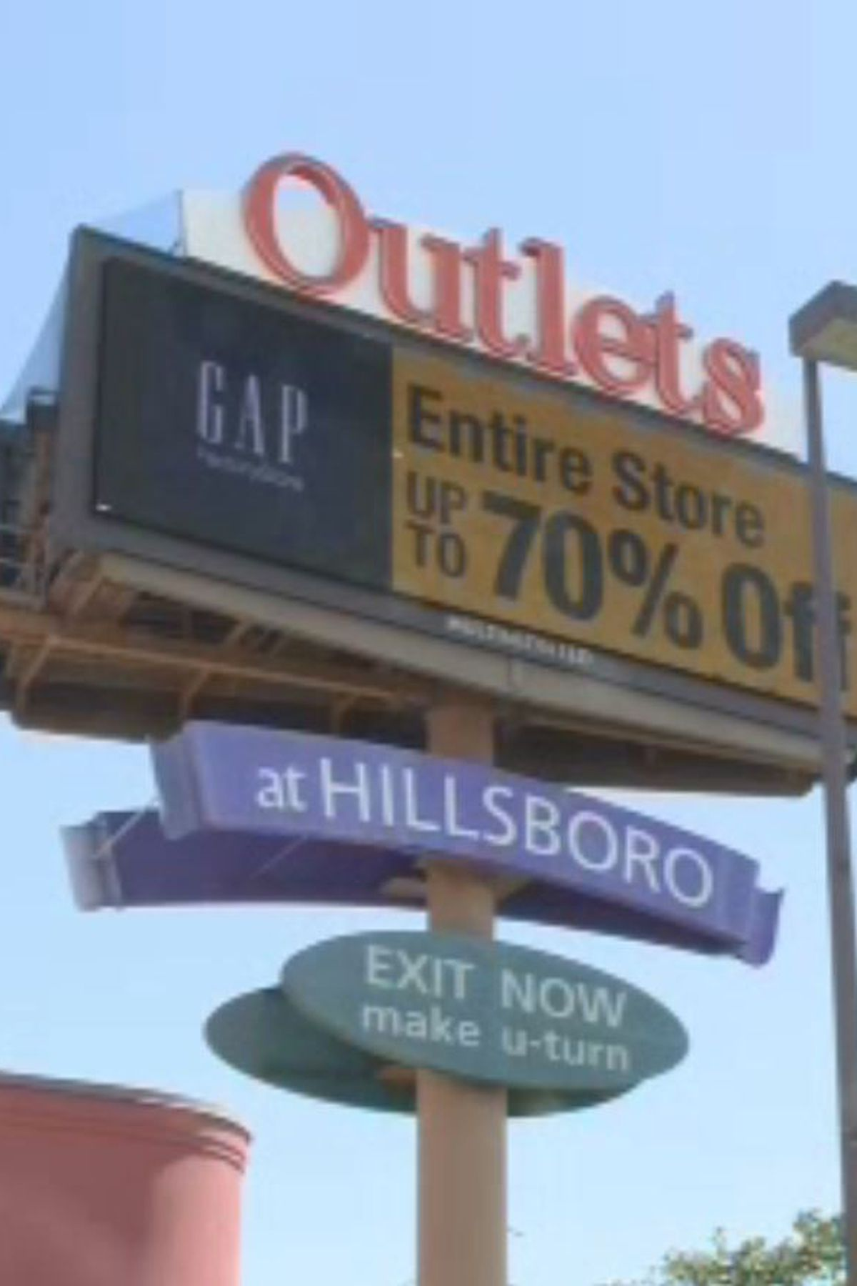 O después longitud Patria  More store closures hit Outlets at Hillsboro